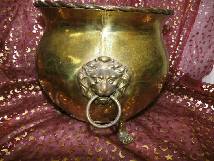 Bild 5: Antiker Messingkessel Löwenkopfhenkel Löwentat