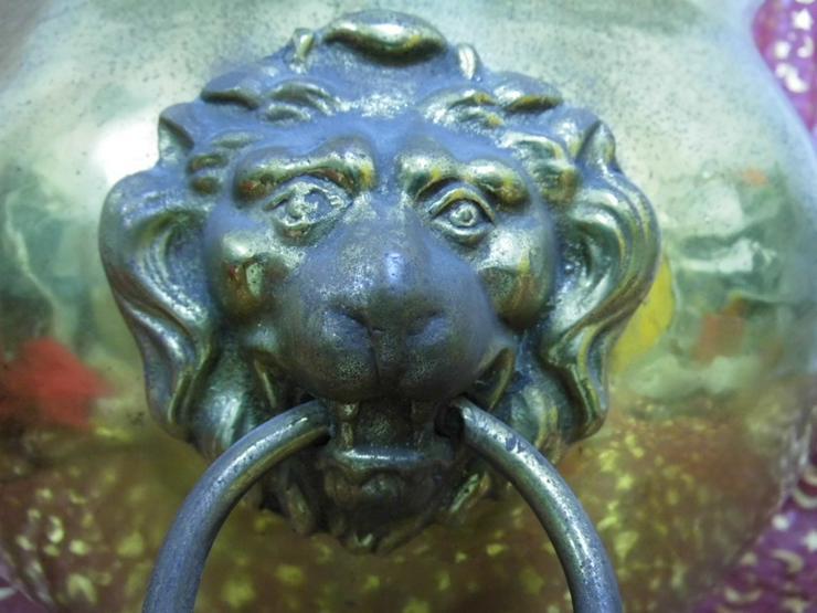 Bild 6: Antiker Messingkessel Löwenkopfhenkel Löwentat