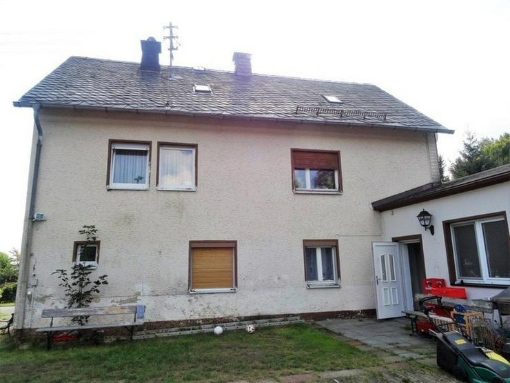 Bild 2: Renovierungsbedürftiges 1-2 Familienhaus mit Garten und Garage in Helmbrechts