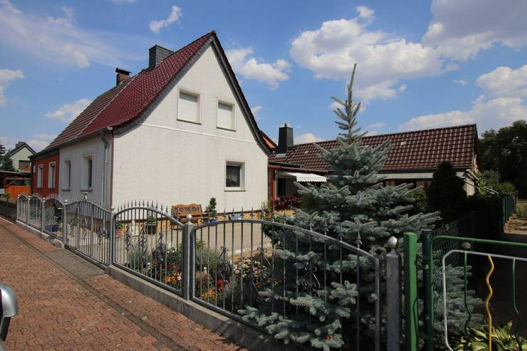 Doppelhaushälfte mit Garage, mediterranem Freisitz, Grillplatz, großem Grundstück und B...