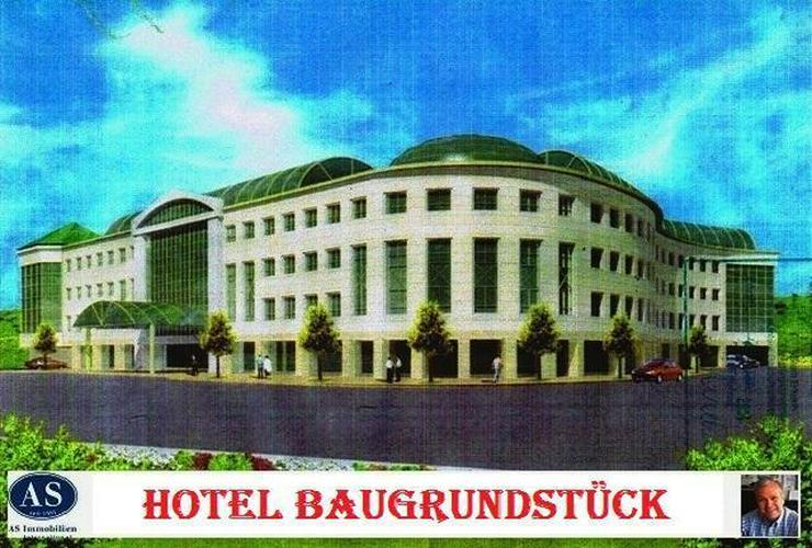 Hotel-Baugrundstück mit 160 Zimmern, Tagungsräumen, Tiefgaragen, einem Restaurant etc.