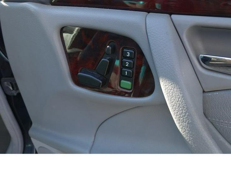 Bild 9: MERCEDES-BENZ E 320 T-Modell Elegance Automatik Leder Alu WR § 9/20