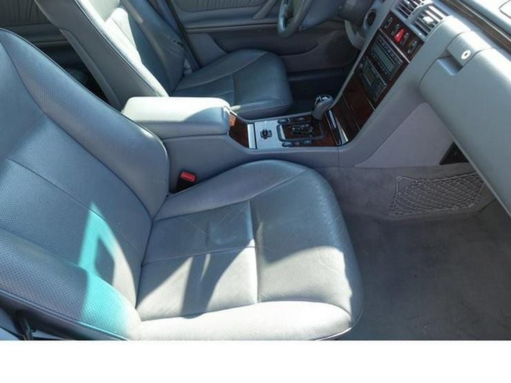 Bild 6: MERCEDES-BENZ E 320 T-Modell Elegance Automatik Leder Alu WR § 9/20
