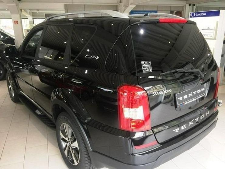 Bild 3: SSANGYONG REXTON W RX220 e-XDi 7AT Executive 4x4 - 7 Sitze