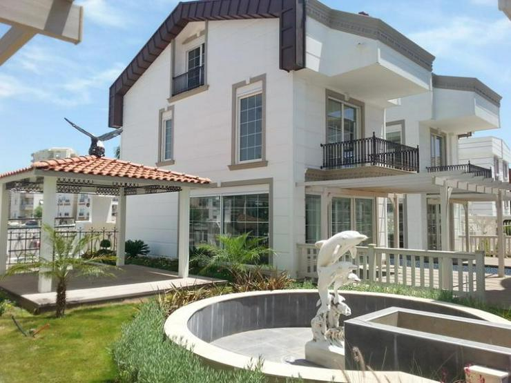 Luxusvilla mit Privatpool in einer Villenanlage - 2.500 m zum Strand