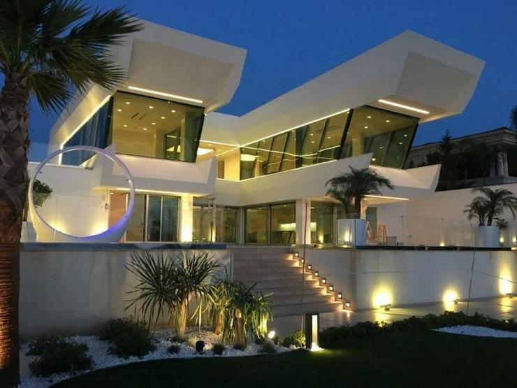 Traum-Designervilla - direkt am Meer gelegen - einmalig