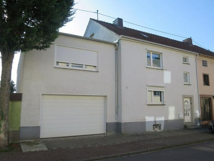 PROVISIONSFREI! Platz für die ganze Familie: 218 m² Wfl./EFH mit ELW, Garage + Ausbaures...