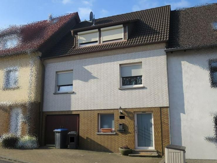 PROVISIONSFREI! Gepflegtes Einfamilienhaus mit integrierter Garage und Garten in Riegelsbe...