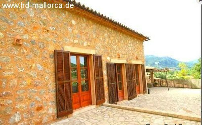 : Traditionelle Finca in Esporles mit Blick auf den Galatzo
