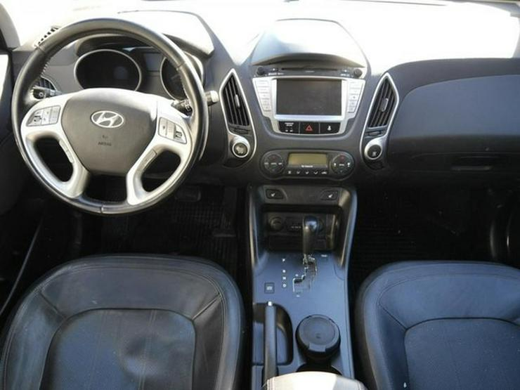 Bild 6: HYUNDAI ix35 2.0 CRDI DPF 4WD STYLE * AUTOMATIC * LEDER * AHK * NAVI * RÜCKFAHRKAMERA * SHZG VORN &