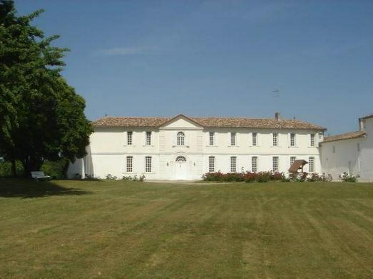 Les Salles de Castillon Schloss (St Emilion)