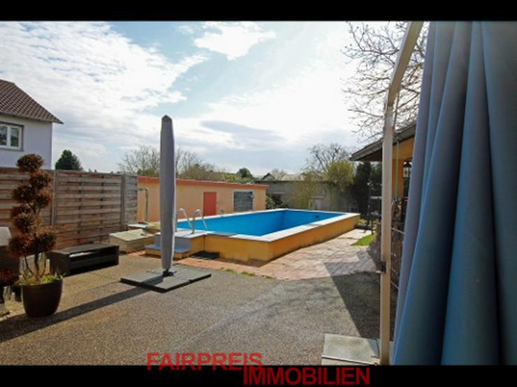 Hochwertiger Winkelbungalow in mediterranem Stil und großem Schwimmbad