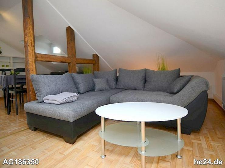 Möblierte 2-Zimmer Dachgeschosswohnung mit Klimaanlage und Reinigungsservice in Wiesbaden