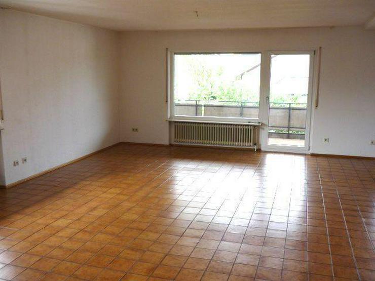 Geräumige 4 Zimmer-Wohnung mit Terrasse und kleinem Garten in