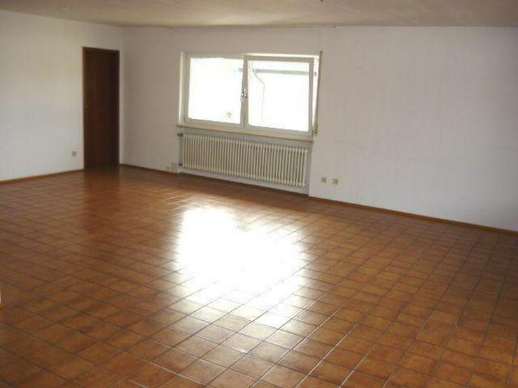 Bild 2: Geräumige 4 Zimmer-Wohnung mit Terrasse und kleinem Garten in