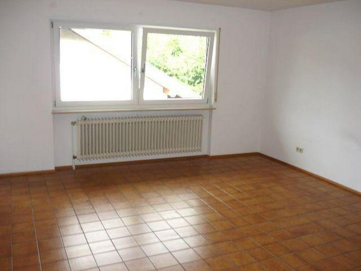 Bild 3: Geräumige 4 Zimmer-Wohnung mit Terrasse und kleinem Garten in