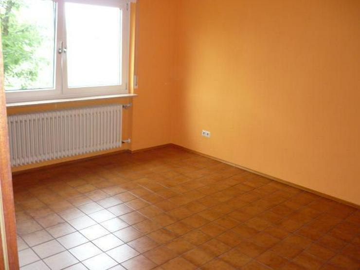 Bild 4: Geräumige 4 Zimmer-Wohnung mit Terrasse und kleinem Garten in