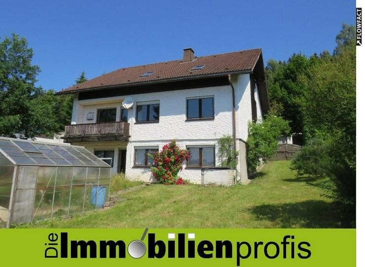 Haus mit großer sanierter Wohnung, Garten und Doppelgarage zur Miete in Naila