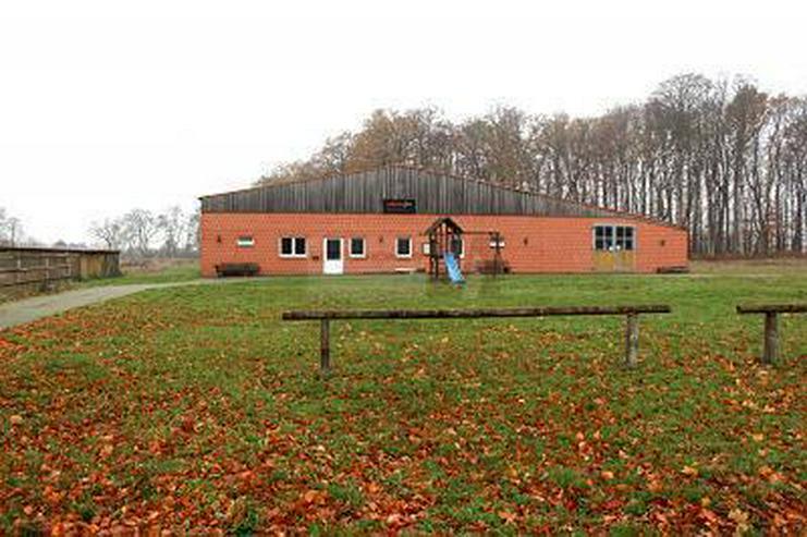 PROVISIONSFREI - 1.500M² GEWERBE-/ REITHALLE + BAUPLÄTZE - Gewerbeimmobilie kaufen - Bild 1