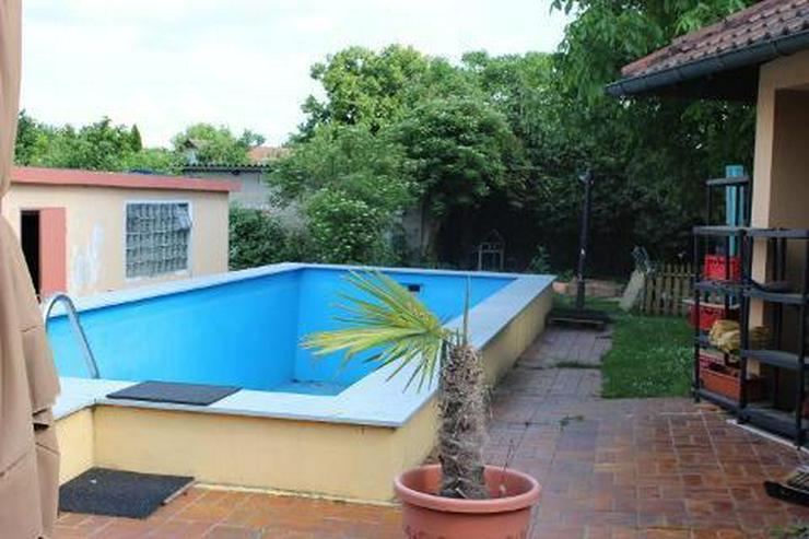 Hochwertiger Winkelbungalow in mediterranem Stil mit großem Schwimmbad
