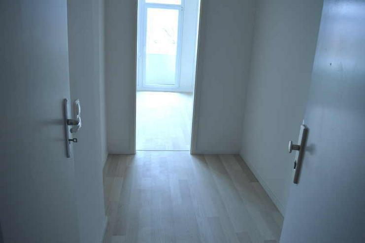Bild 4: Modernisierte 1-Zimmerwohnung mit Einbauküche