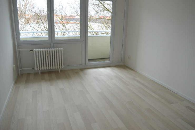 Bild 3: Modernisierte 1-Zimmerwohnung mit Einbauküche
