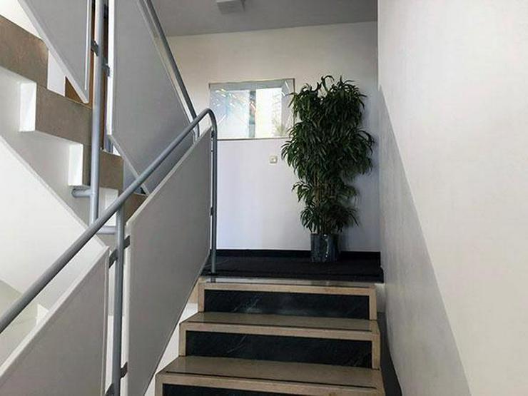 Bild 2: München, Solln, Wohnung, extravagante ruhige vollmöblierte 2-Zimmerwohnung 78 qm im 1-OG...