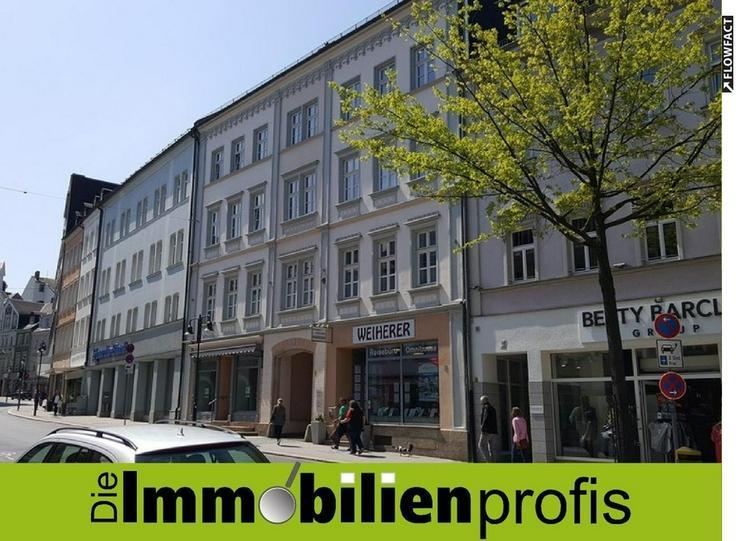 Neu renovierte, schöne 2 Zimmer-Mietwohnung mit neuer Einbauküche im Hofer Stadtzentrum