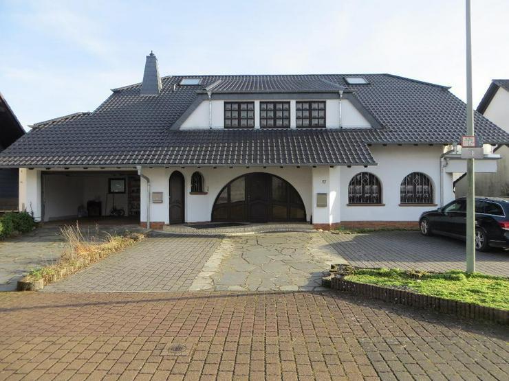 Wunderschöne 6 ZKB Wohnung mit Balkon in freistehendem, zweistöckigen Haus in Beckingen