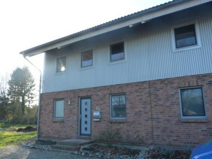 Bild 2: Modernes Doppelhaus zentral in Ahrenviöl