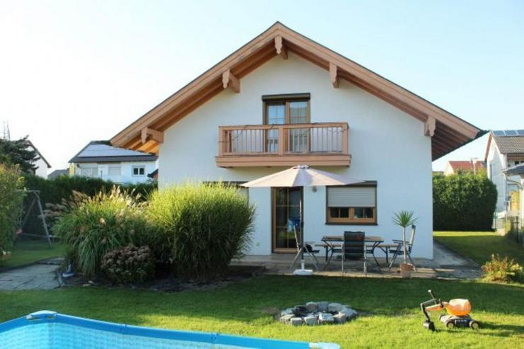 Bild 2: Einfamilienhaus, Garage, großes Grundstück, PV ?Anlage