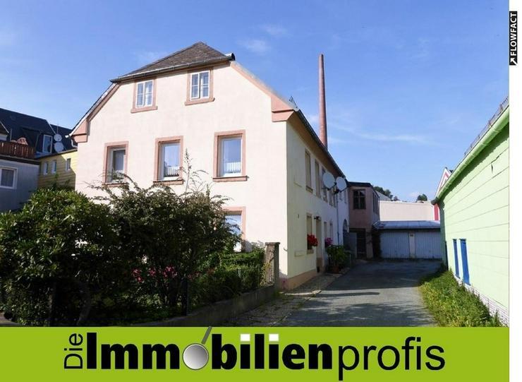 TOP-Rendite: Kleines Mehrfamilienhaus mit 8 Garagen in Helmbrechts