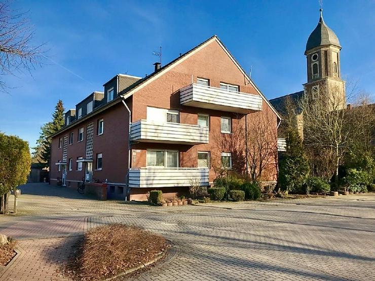 Viel Platz mit Potential: Vier-Zimmer-Wohnung mit Balkon im Ortskern Rinkerodes!