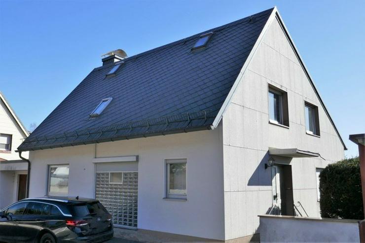 Bild 2: Modernisierungsbedürftiges, herrschaftliches Einfamilienhaus mit Grundstück in Helmbrech...
