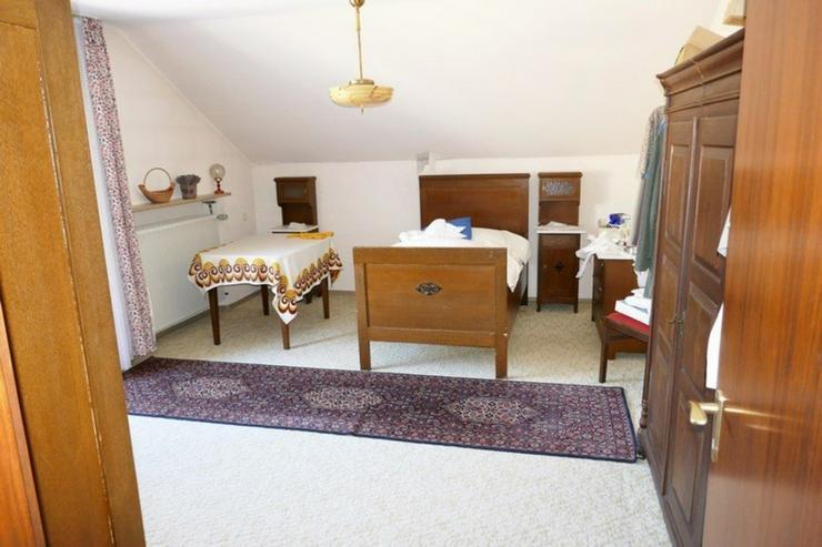Bild 4: Modernisierungsbedürftiges, herrschaftliches Einfamilienhaus mit Grundstück in Helmbrech...