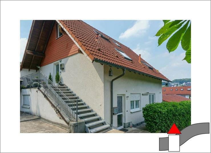 Zwei in einem: Modernes Zweifamilienhaus mit separaten Eingängen
