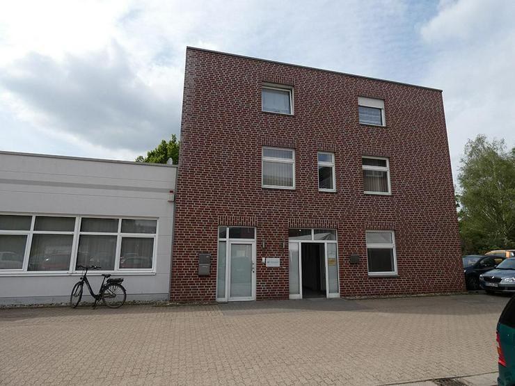 Bild 2: Gewerbehalle (ca. 180 m²) mit repräsentativen Büroräumen (ca. 107 m²)!
