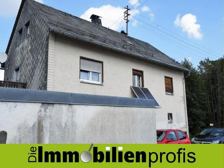 Renovierungsbedürftiges 1-2 Familienhaus mit Garten und Garage in Helmbrechts