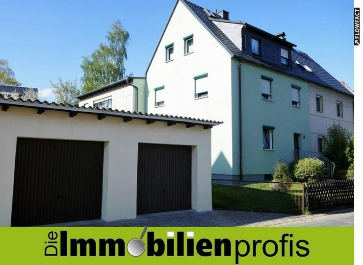 Zweifamilienhaus mit Garten und 2 Garagen in Hof-Krötenbruck