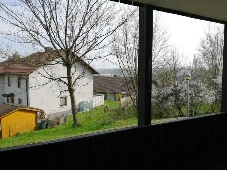 Bild 2: Renovierte, großzügige geschnittene 2-Zimmer-Erdgeschoss-Wohnung *Provisionsfrei*