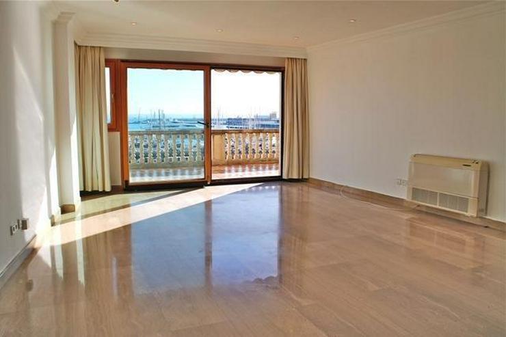 Bild 2: LANGZEITMIETE: exklusive Wohnung mit 4 Schlafzimmern und Hafenblick