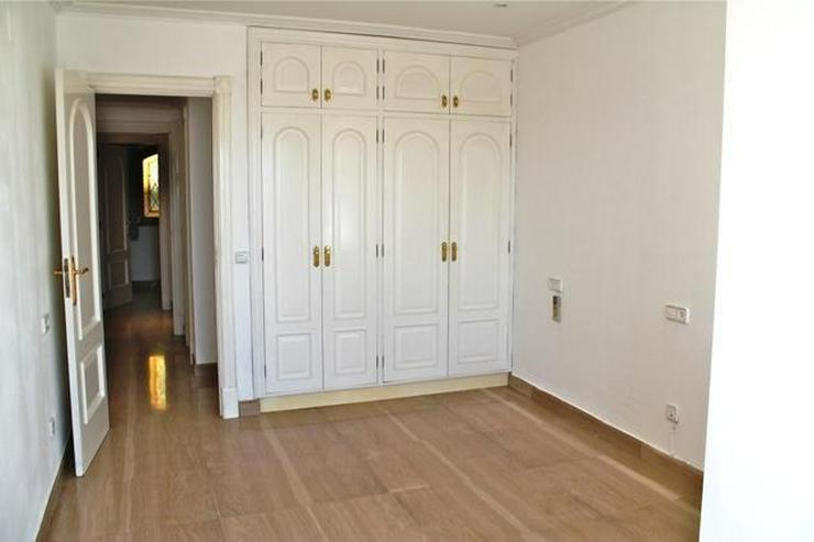 Bild 6: LANGZEITMIETE: exklusive Wohnung mit 4 Schlafzimmern und Hafenblick