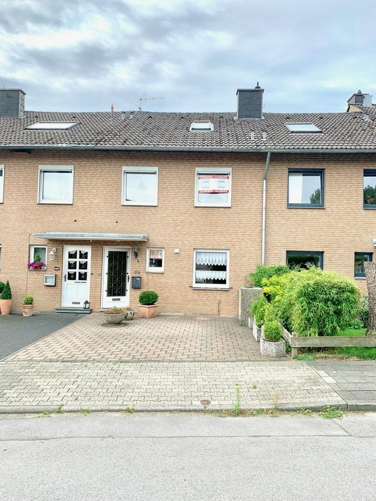 Großzügiges Reihenmittelhaus mit Garage in Aachen-Walheim! - Haus kaufen - Bild 1