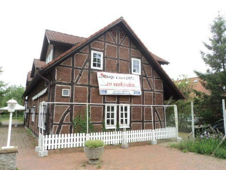 Bild 2: Historisches Gebäude in idyllischer Lage mit Gastronomie
