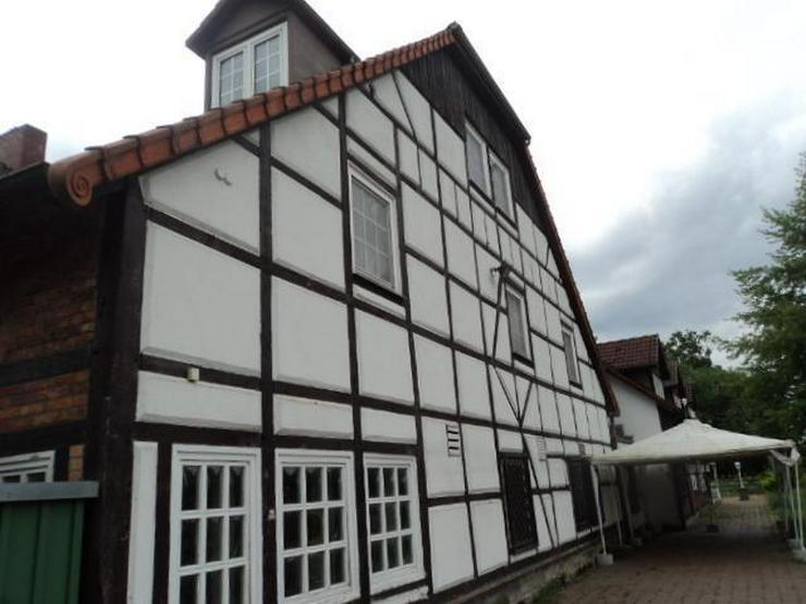 Bild 4: Historisches Gebäude in idyllischer Lage mit Gastronomie