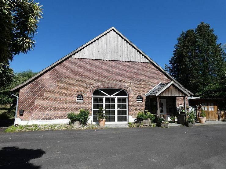 Bild 2: Saniertes Bauernhaus mit großer Scheune u. Garage (Grundstück ca. 7.211 m²)