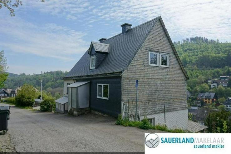 Bild 2: Freistehendes, großes Einfamilienhaus in Schwalefeld