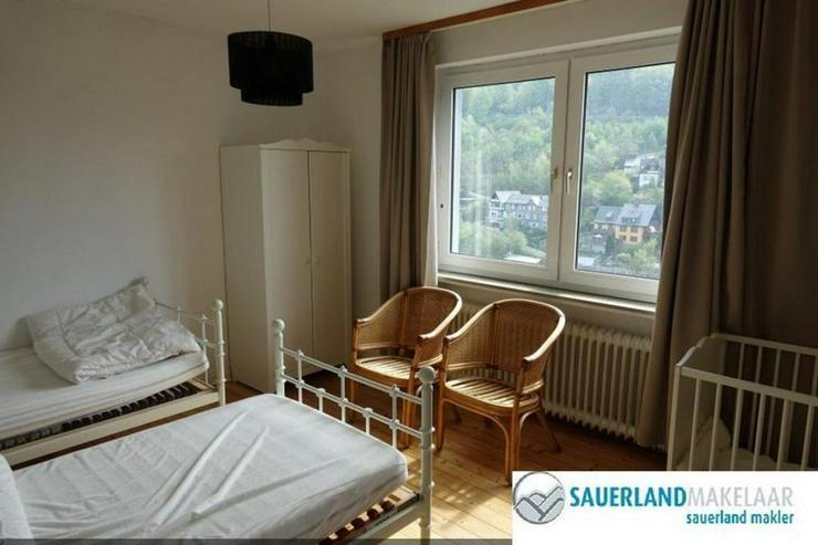 Bild 6: Freistehendes, großes Einfamilienhaus in Schwalefeld