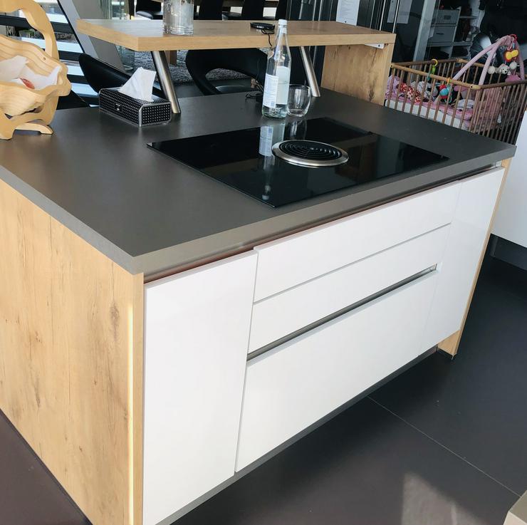 Bild 2: Einbauküche bei Abholung + Ausbau € 2.500,-