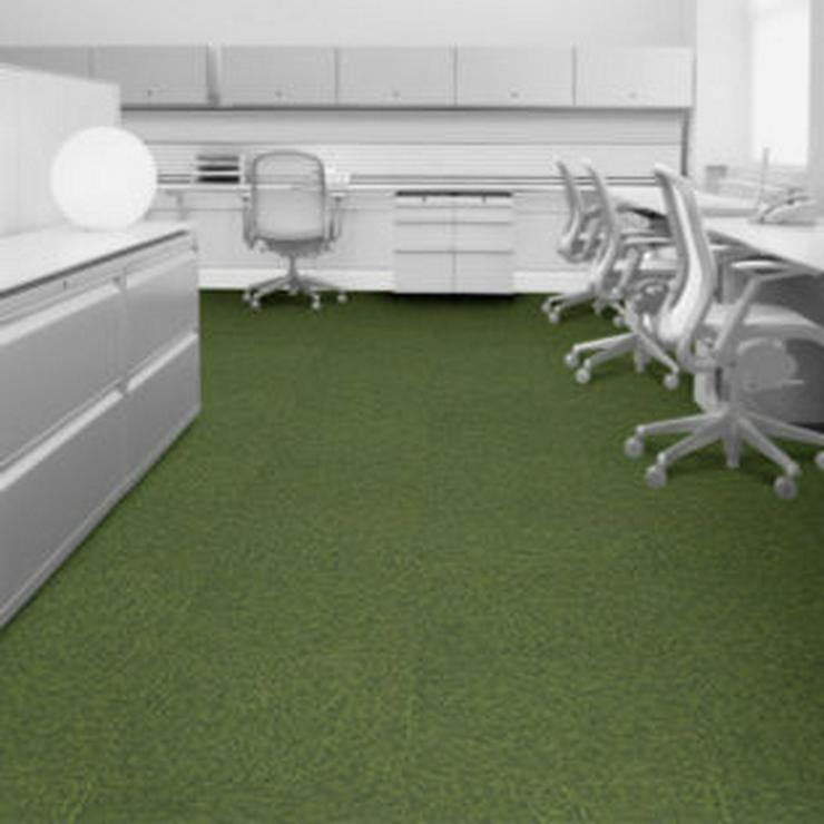 Bild 3: Grüne Emply Loop Eden Teppichfliesen von Interface €3,75
